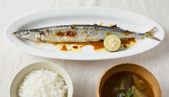 秋刀魚の塩焼きにもオリーブオイルをプラス。